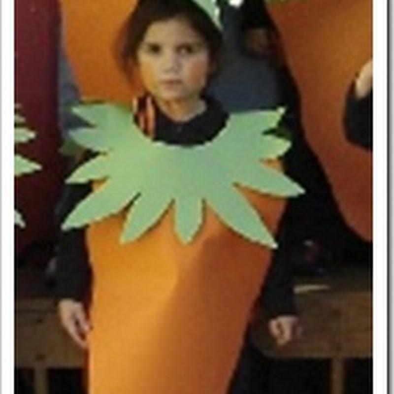 Disfraz de zanahoria hecho con cartulinas