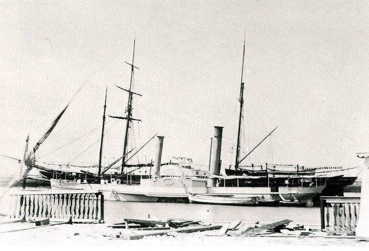 Vapor VULCANO. Foto del libro BUQUES DE LA ARMADA ESPAÑOLA A TRAVES DE LA FOTOGRAFIA. (1849-1900).jpg