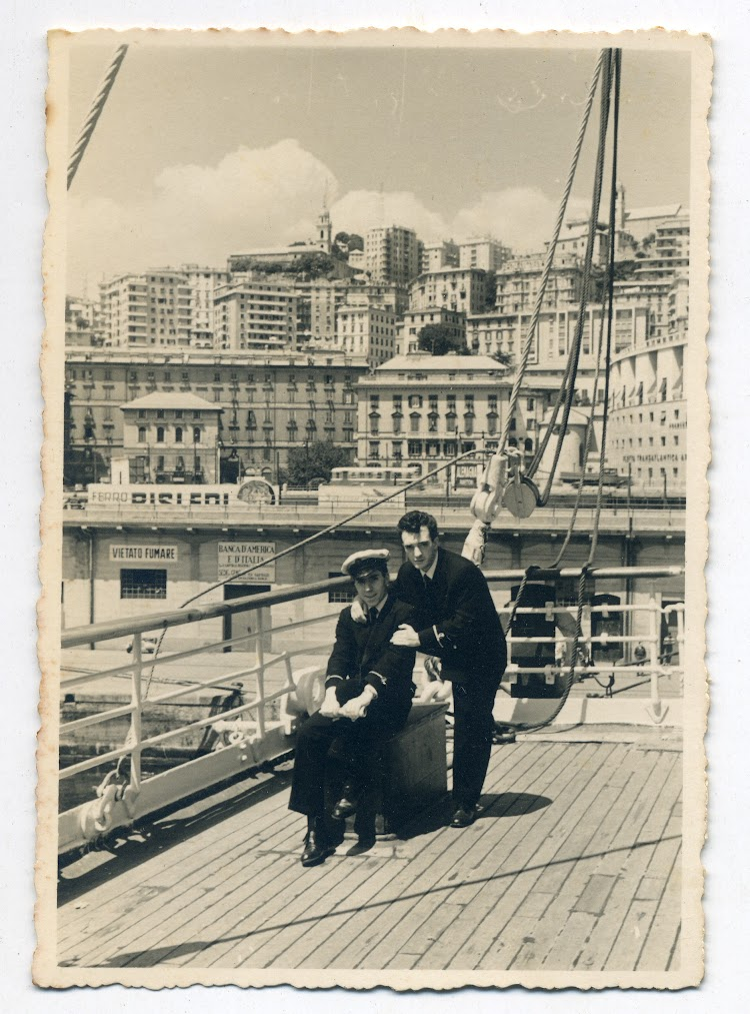Recuerdo de agregados. Genova 1955. Foto remitida por Angel Maruri Larrabe.jpg
