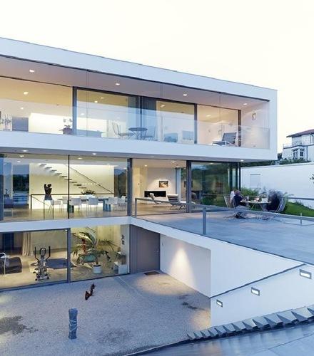 muros-de-vidrio-cristal-fachada-casa-Puristische-Villa