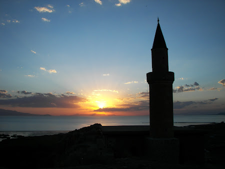 Imagini Turcia: apus de soare lacul Van