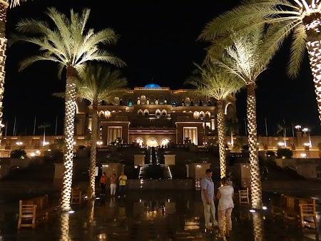Emirates Palace Abu Dhabi noaptea