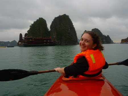 Iunia Pasca: In canoe in Halong Bay
