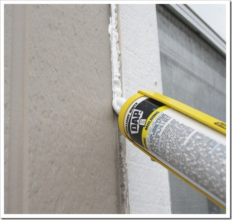 Learning how to caulk is easier than you imagine. Use these pro tips to get clean even lines and how to work with caulk like you've been doing it for years!