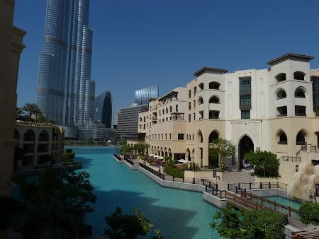 Cartier de mare lux langa Burj Khalifa