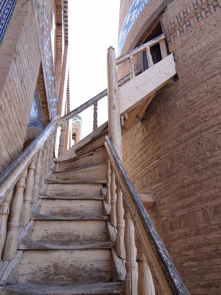 Obiective turistice Uzbekistan: Urcare in minaretul Islom Hoja