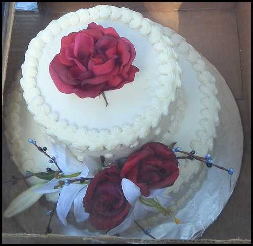 wedding cake in box