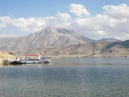 91. barcaz pe lacul Van.JPG