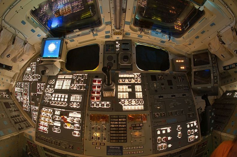 endeavour-flight-deck-13