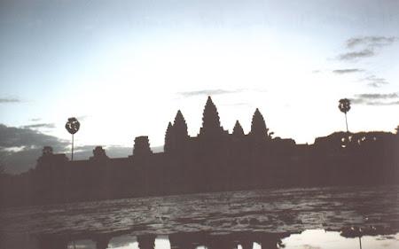 Obiective turistice Cambogia: Angkor Wat la rasarit