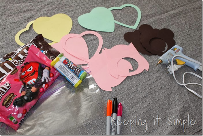 Valentine's-Day-M&M-Candy-Pouches #freeprintable (1)