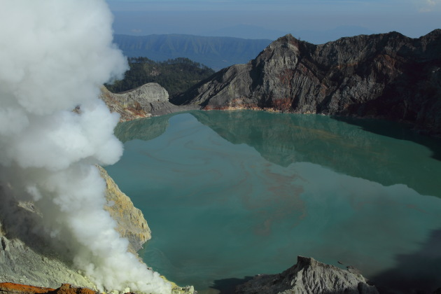 Kawah Ijen - the lake of molten sulphur