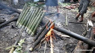 El bambú como recipiente para la cocción a la llama. Lo vi también en Malasia con el arroz en leche de coco.