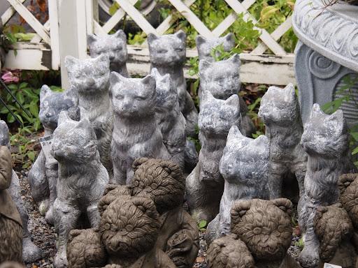 [写真]バラクライングリッシュガーデンで売っていた猫の置物(の集団)