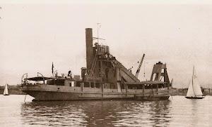"""Draga VIZCAYA. Foto  de un Resumen de Obras de la Sociedad Española de Construcción Naval. Archivo """"Museo del Dique"""" (Cádiz). Foto cedida por Juan M. Rekalde.bmp"""