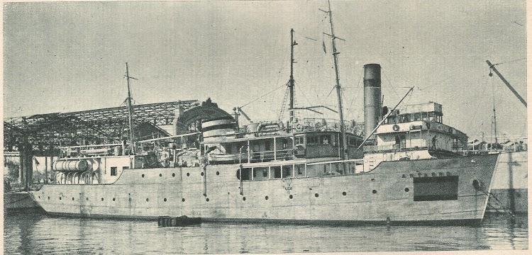 Vista del ARTABRO con las marcas de neutralidad. Valencia. Ca. 1940. Comisión de la Armada para Salvamento de Buques del año 1941.jpg