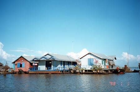 Obiective turistice Cambogia: sat Tonle Sap