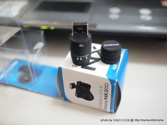 看起來還算蠻可愛的! ~ 三星Samsung NX系統 相機鏡頭造型USB隨身碟 3C/資訊/通訊/網路 嗜好 攝影 新聞與政治 硬體 開箱