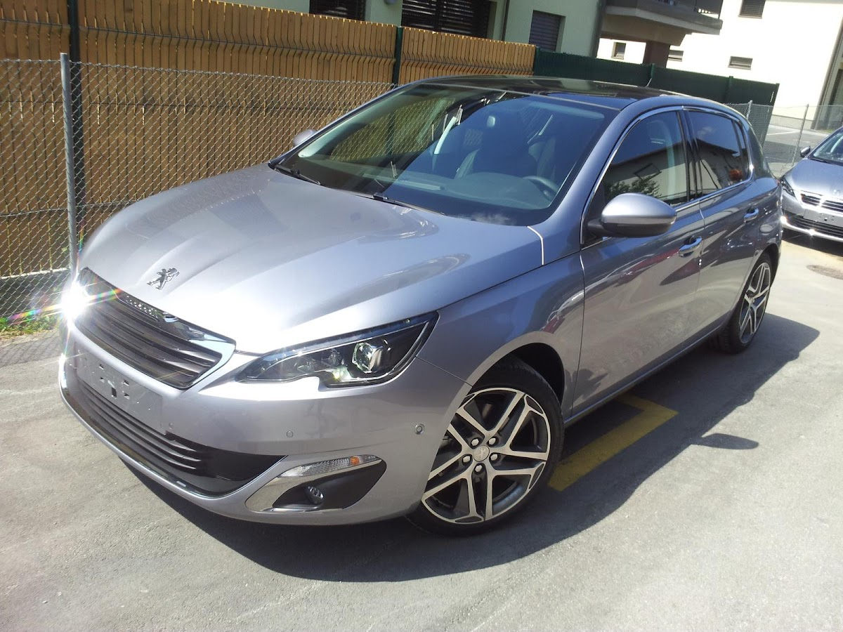 2014-Peugeot-308-3.jpg