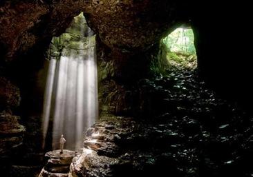 caverna dentro enorme