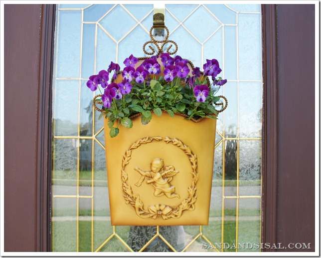 Spring door bucket planter