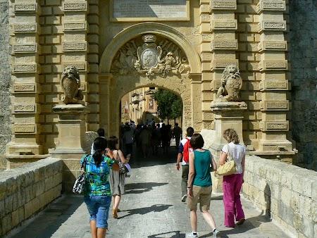08. Intrarea in Mdina.JPG