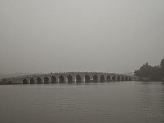 Pont aux dix-sept arches sur le Lac Kunming à Beijing