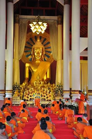 Imagini Thailanda: Imagini din interiorului templului Wat Phra Singh Chiang Mai, Thailanda