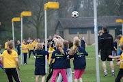 Schoolkorfbaltoernooi ochtend 17-4-2013 172.JPG