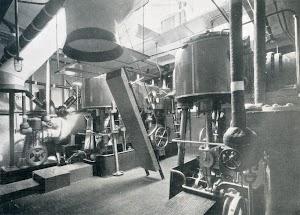 Abril de 1923. Camara de maquinas de CANOVAS DEL CASTILLO. Foto del libro OBRAS. S.E. de C.N. Año 1922.jpg