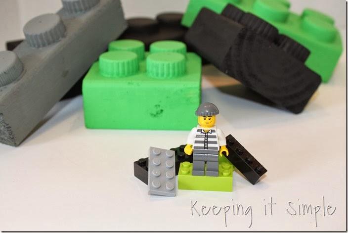 easy-boys-room-decor-2x4-legos (9)