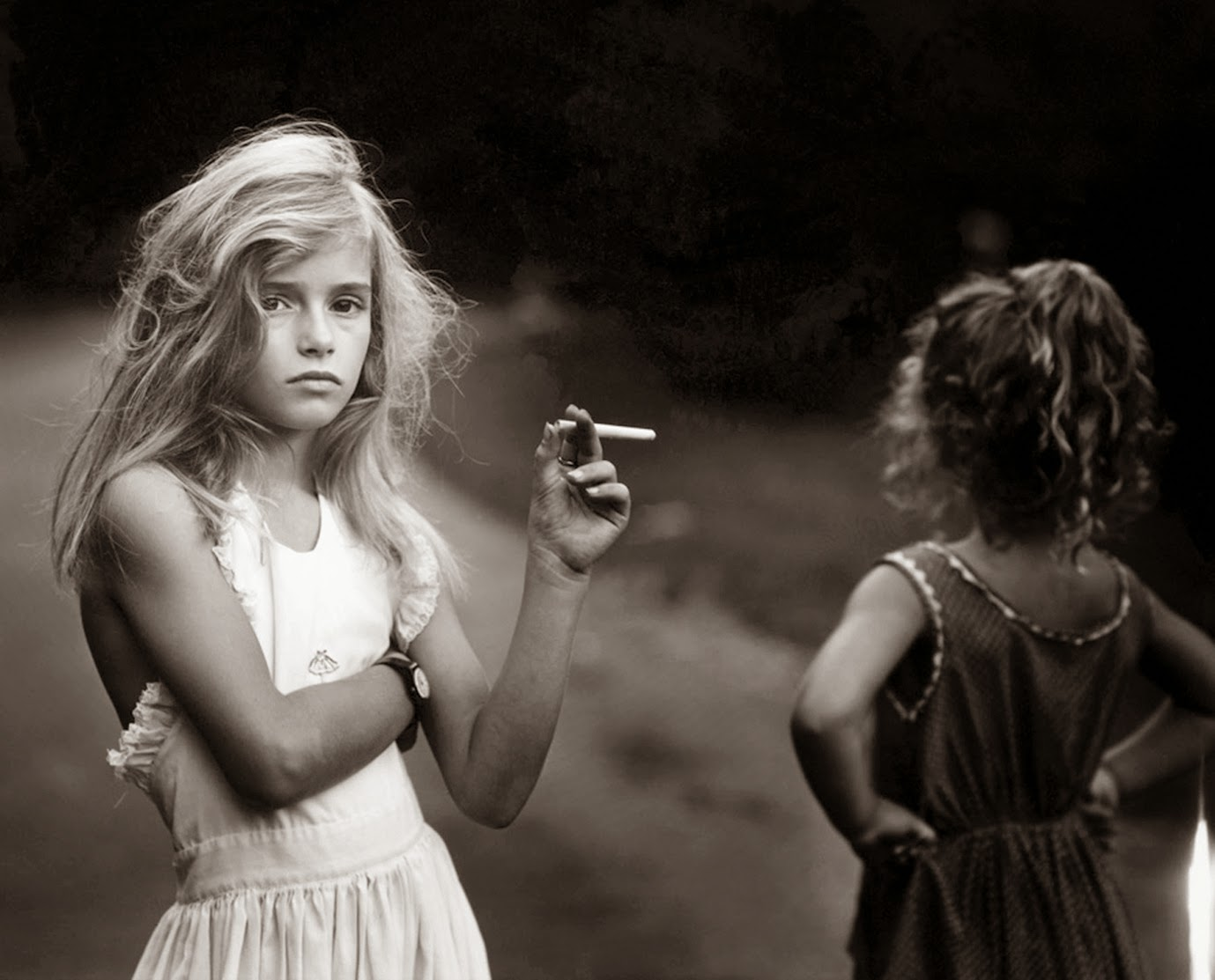 [sally_mann_at_twelve_Candy_Cigarette_portada%255B16%255D.jpg]