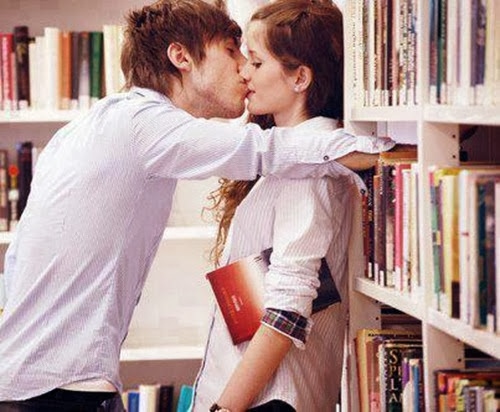 ραντεβού φιλί στο μάγουλο