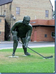2637 Minnesota Bemidji - Hockey Player sculpture