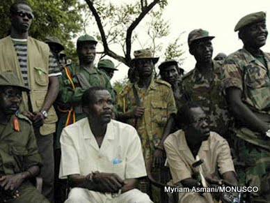Joseph Kony, leader de la LRA, avec ses lieutenants