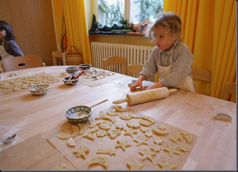 Children Prepare Christmas Cookies mPKBHRZAOU0l