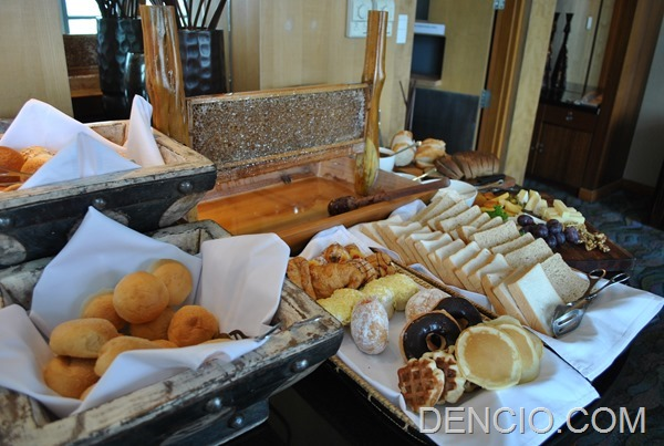 Club Lounge Breakfast Crowne Plaza Manila Galleria 06