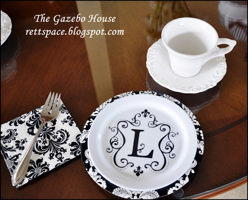 black & white damask table 009