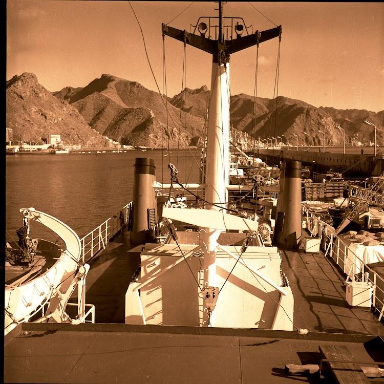Detalle de la cubierta del VOLCAN DE YAIZA. Coleccion Juan Antonio Padron Albornoz. Universidad de La Laguna. Puerto Autonomo de Tenerife.jpg