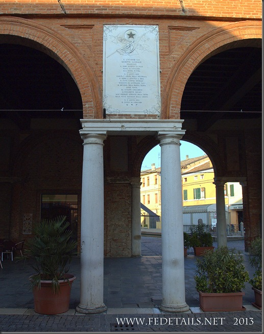 La loggia del Grano a Comacchio, Foto2, Comacchio,Ferrara,Emilia Romagna, Italia - The lodge of the grain in Comacchio, Photo 2, Comacchio, Ferrara, Emilia Romagna, Italy - Property and Copyrights of FEdetails.net