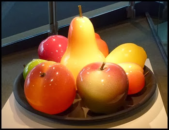 02d - Corning Glass Museum - Glass Fruit