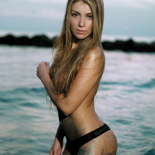 Marilyn Patiño desnuda en SoHo Foto 3