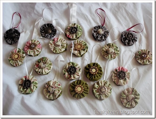 Fabric yo-yo ornaments with buttons