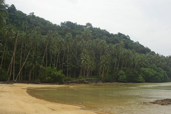 Pulau Mantanani à marée basse. Sabah, 28 juillet 2011. Photo : J.-M. Gayman