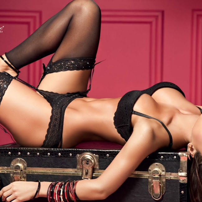 Natalia Velez Sexy Lenceria Besame Foto 15