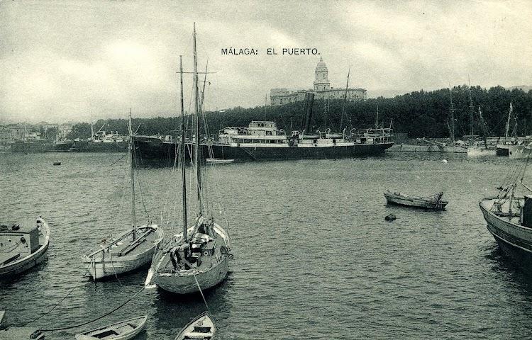 El BARCELO en el puerto de Málaga, con los antiguos colores de Trasmediterránea. Postal.JPG