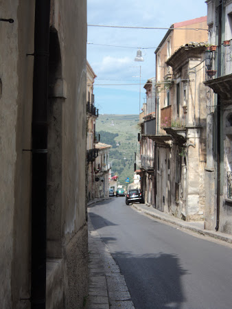 Imagini Sicilia: Ragusa - Pe strazi