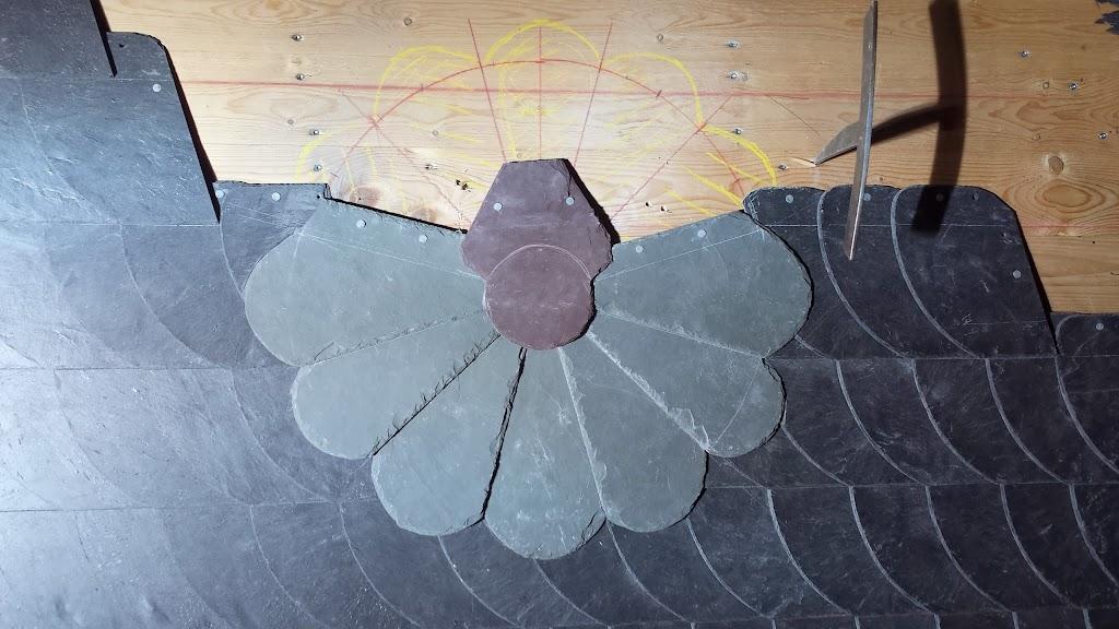 blume aus naturschiefer schuppendeckung style dach fischer. Black Bedroom Furniture Sets. Home Design Ideas