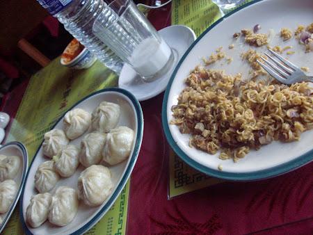 101. Mancare tibetana momos &  noodles.JPG