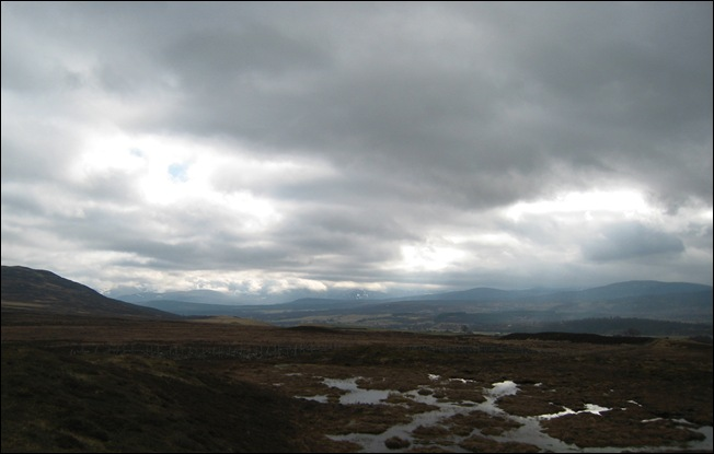 THE CAIRNGORMS, CLIMBING OUT OF NEWTONMORE